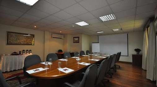 拉玛达酒店 - 内罗毕 - 会议室