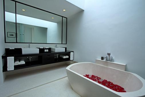 农萨梦帝国度假村 - 巴淡岛 - 浴室
