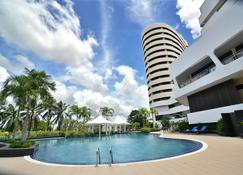 鲁拉撒达酒店 - 董里 - 游泳池