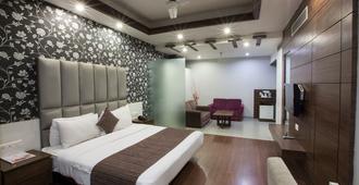 纳鲁拉斯奥鲁姆酒店 - 阿姆利则 - 睡房
