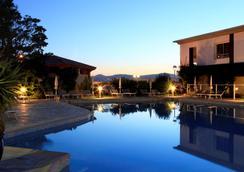 最佳西方Plus酒店-码头 - 圣拉斐尔 - 游泳池