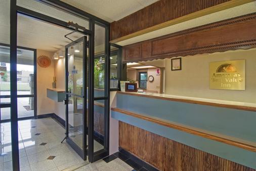 小石城美洲最佳价值套房酒店 - 小石城 - 柜台