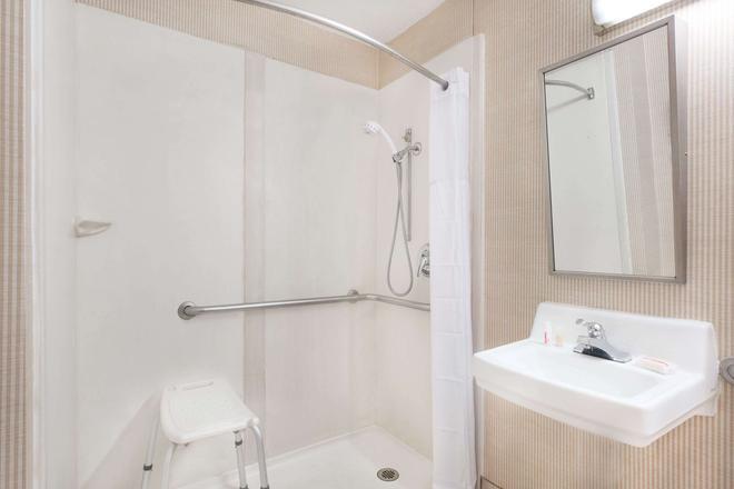 约克戴斯套房酒店 - 约克 - 浴室