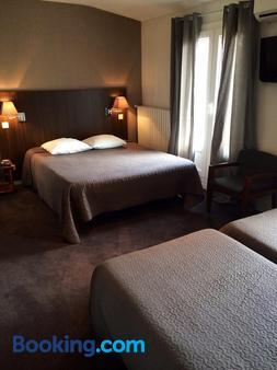 莱斯尼古奇安特斯酒店 - 瓦朗斯 - 睡房
