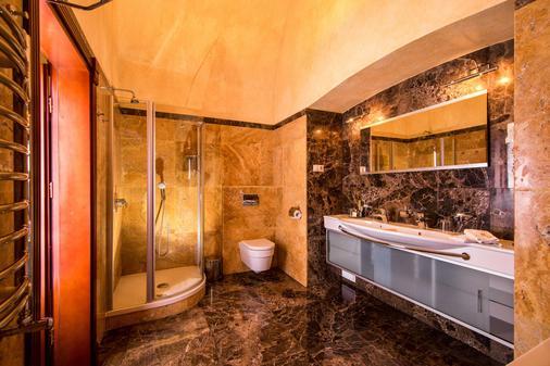 城堡度假酒店 - 利沃夫 - 浴室