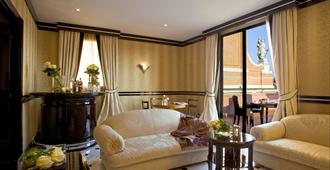 吉亚巴利奥尼大酒店 - 博洛尼亚 - 客厅