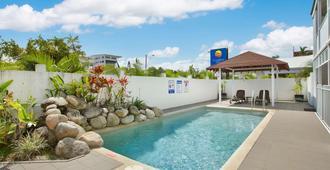 凯恩斯康福特茵酒店 - 凯恩斯 - 游泳池