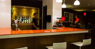 法鲁阿尔加维宜必思酒店 - 法鲁 - 酒吧