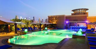 华美达朱美拉酒店 - 迪拜 - 游泳池