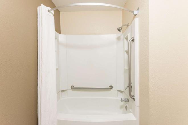 斯普林菲尔德东速8酒店 - 斯普林菲尔德 - 浴室