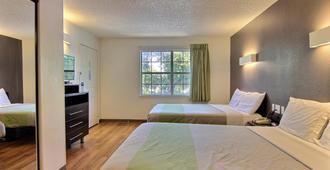 德克萨斯奥斯汀 - 西北 6 号开放式客房酒店 - 奥斯汀 - 睡房