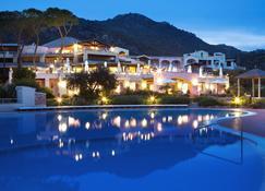 阿比多露酒店 - 马里内拉 - 游泳池