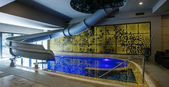 伊维萨酒店 - 埃里温 - 游泳池