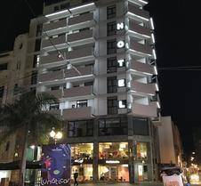 阿多尼斯资本酒店