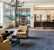 品质套房酒店赖湖特诺福克机场