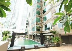 麦迪逊金色郁金香套房酒店 - 曼谷 - 游泳池