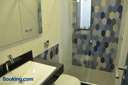 伊卡莱套房酒店 - 尼泰罗伊 - 浴室