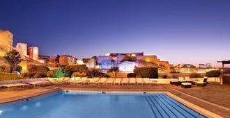马赛老港口丽笙酒店 - 马赛 - 游泳池