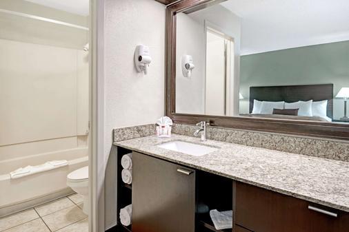 埃尔帕索华美达酒店 - 埃尔帕索 - 浴室