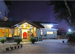 甘托克南曩峰庭院及水疗酒店 - 甘托克 - 建筑