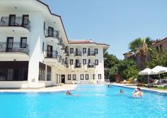 地区酒店 - 费特希耶 - 游泳池