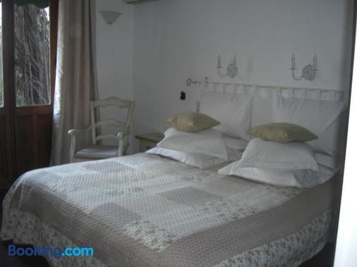 玛尔乔莱娜酒店 - 安提伯 - 睡房