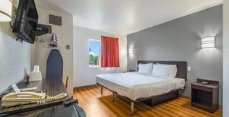 Americas Best Value Inn-Knoxville East - 诺克斯维尔 - 睡房