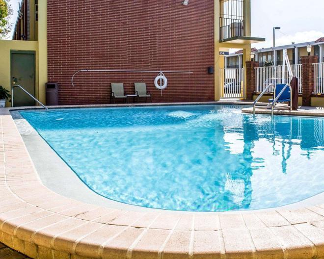 凯艺酒店-机场游艇港 - 坦帕 - 游泳池