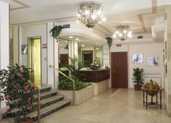 特米纳斯广场酒店 - 比萨 - 柜台