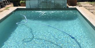 10号亚历山大住宿加早餐旅馆 - 斯泰伦博斯 - 游泳池