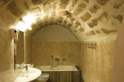 新马尔瓦西亚酒店 - 莫奈姆瓦夏 - 浴室