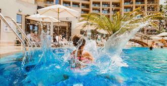 索契卡米利瑞士酒店 - 索契 - 游泳池