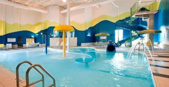 溫尼伯萬豪萬楓飯店 - 温尼伯 - 游泳池