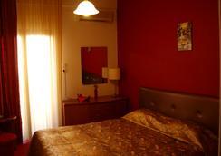 国王酒店 - 卡兰巴卡 - 睡房
