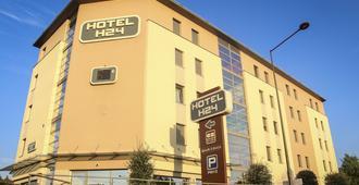 勒芒 H24 酒店 - 勒芒