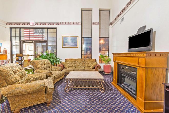 沃思堡南美洲最佳价值套房酒店 - 沃思堡 - 客厅