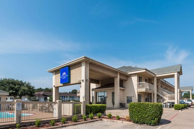 沃思堡南美洲最佳价值套房酒店 - 沃思堡 - 建筑