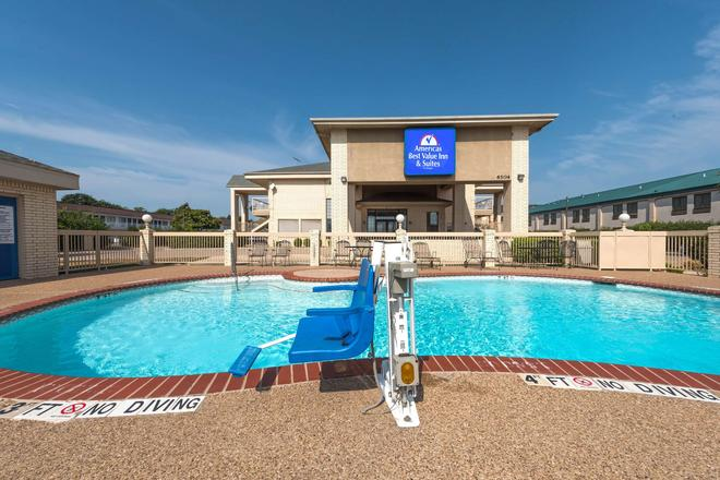沃思堡南美洲最佳价值套房酒店 - 沃思堡 - 游泳池