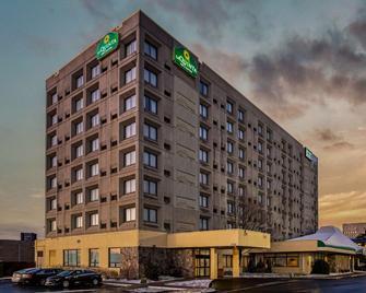纽黑文拉奎塔旅馆及套房 - 纽黑文 - 建筑