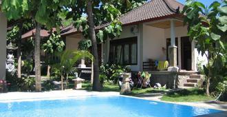 阿曼德双一别墅酒店 - 艾湄湾 - 游泳池