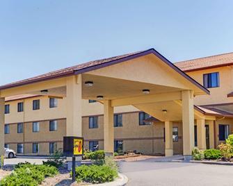 克拉马斯福尔斯速8酒店 - 克拉马斯福尔斯 - 建筑