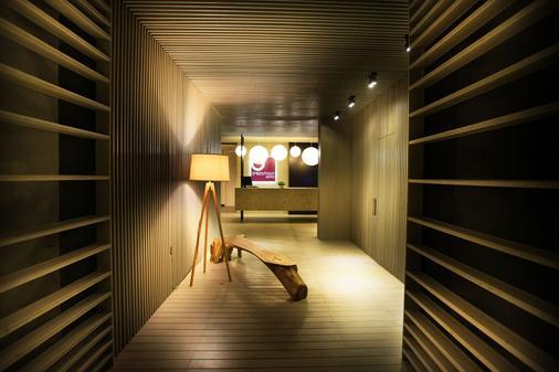 欧精品套房酒店 - 吉隆坡 - 楼梯