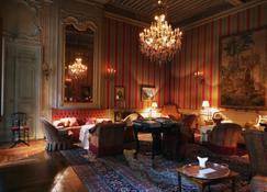 米兰德酒店 - 阿维尼翁 - 睡房