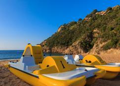 吉雷洛拉阿伦纳斯度假村 - 滨海托萨 - 海滩