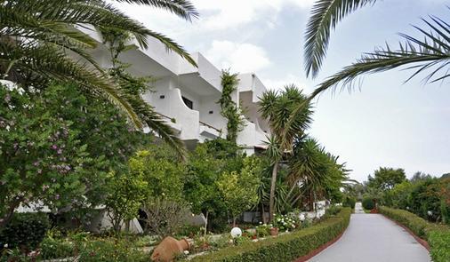 蒂娜弗洛拉酒店 - 科林比亚 - 户外景观