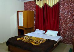 水晶酒店 - Manali - 睡房