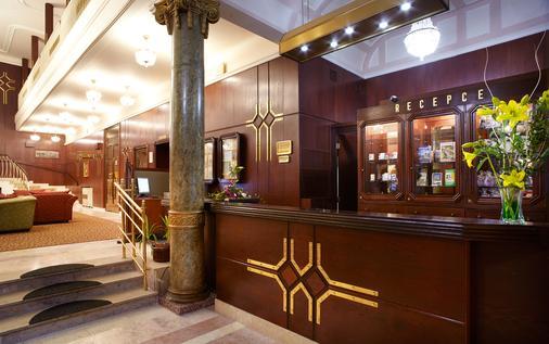 安格里奇杜尔奥莱亚酒店 - 玛丽亚温泉市 - 柜台