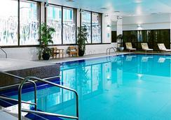 加迪夫万豪酒店 - 卡迪夫 - 游泳池
