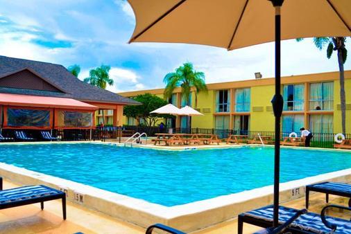佛罗里达快捷国际汽车酒店 - 奥兰多 - 游泳池