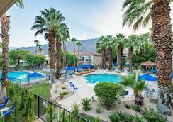 棕榈泉华美达酒店 - 棕榈泉 - 游泳池